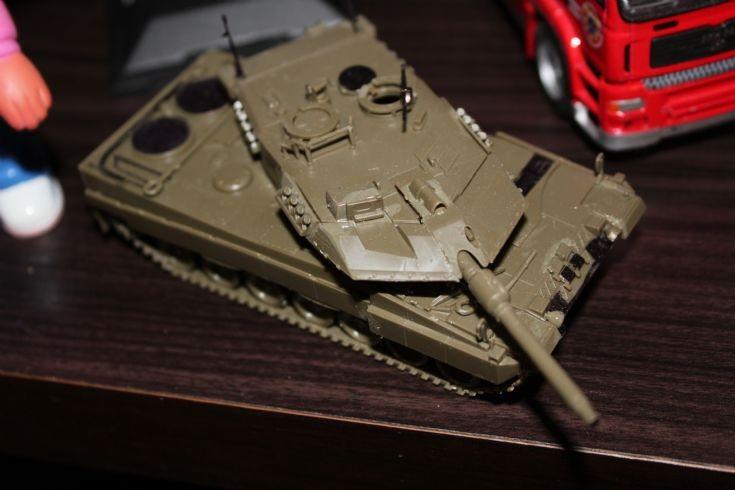 Revell Leopard tank