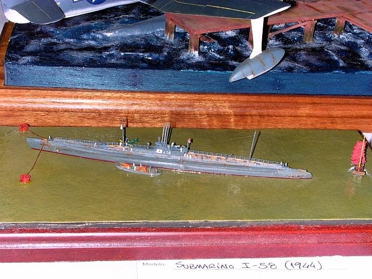 1/700 scale model of submarine