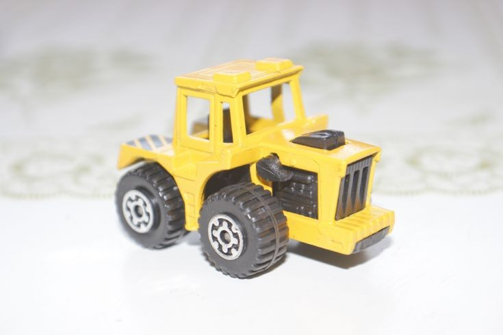 Matchbox Superfast Tractor Shovel