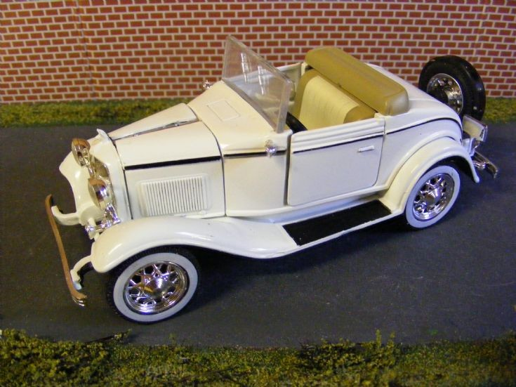 1932 Ford Model 18 V8 Cabriolet