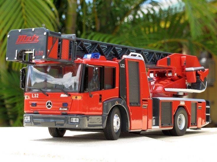 transport models wiking 1 43 mercedes metz turntable ladder. Black Bedroom Furniture Sets. Home Design Ideas
