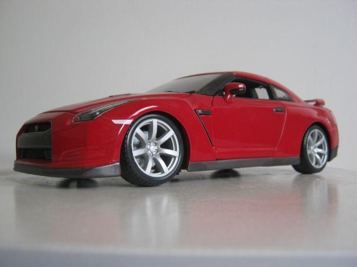 BBurago 1:18 scale Nissan R35 GTR.