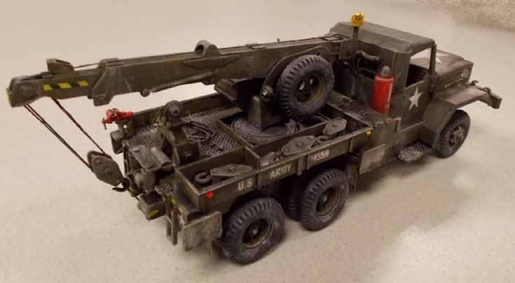 Revell 1 / 32 Scale 5 Ton Wrecker