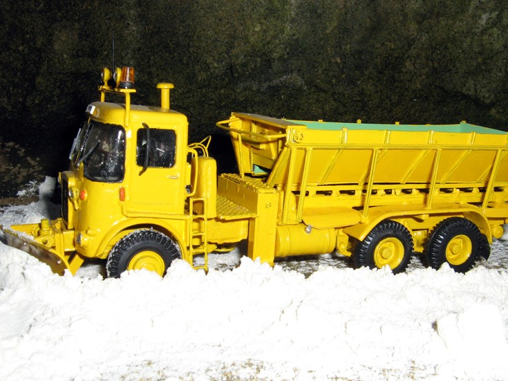 yellow gritter