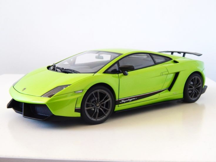 1:18 Scale AutoArt Lamborghini Gallardo LP570-4 Superleggera.