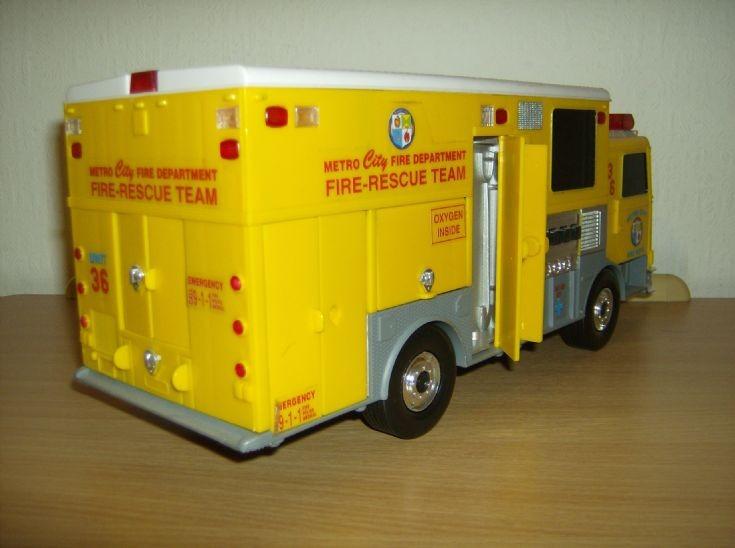 Fun Rise HAZMAT/Rescue Tender 2
