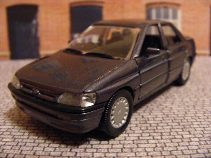 1990-1993 Ford Orion Saloon
