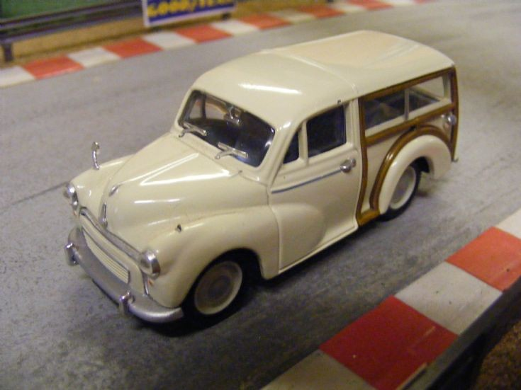 Corgi Classics Morris Minor 1000 Traveller