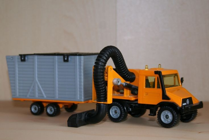 Siku 1/55 Merc.-Benz Unimog with Boschung