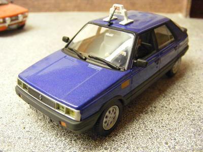 Universal Hobbies - Renault