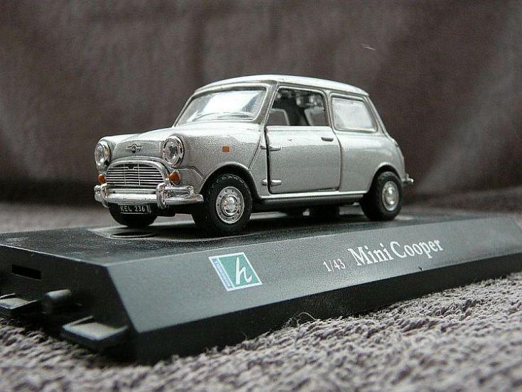 Mini Cooper 1:43 scale model