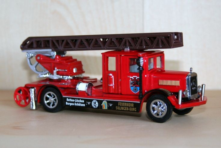 Matchbox MOY 1/48 Mercedes-Benz ladder