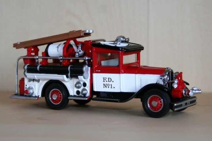 Matchbox 1/48 Ford AA pumper