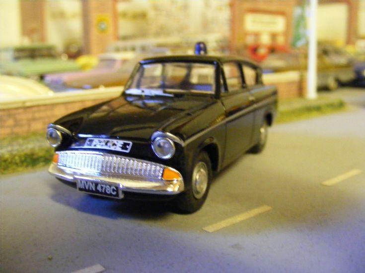 Corgi/Vanguards - Ford