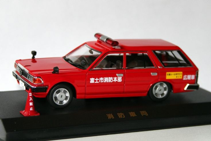 Dism 1/43 Nissan Cedric Custom stationwagon