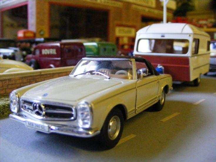 Cararama - Mercedes Benz & Caravan
