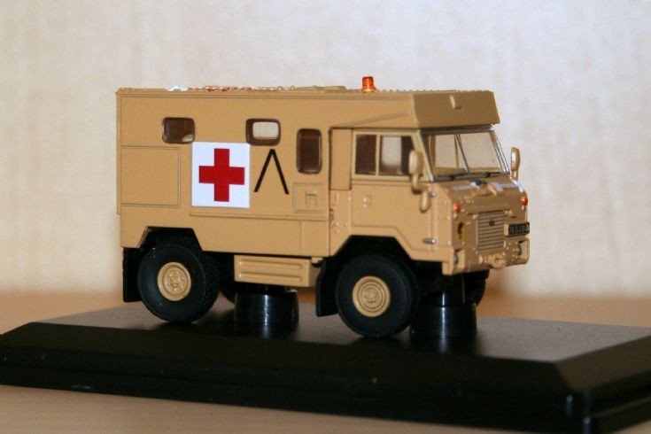 Oxford 1/76 Landrover 101FC ambulance