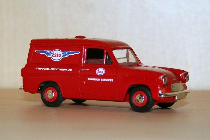 Vanguards 1/43 Ford Anglia 307E van Esso