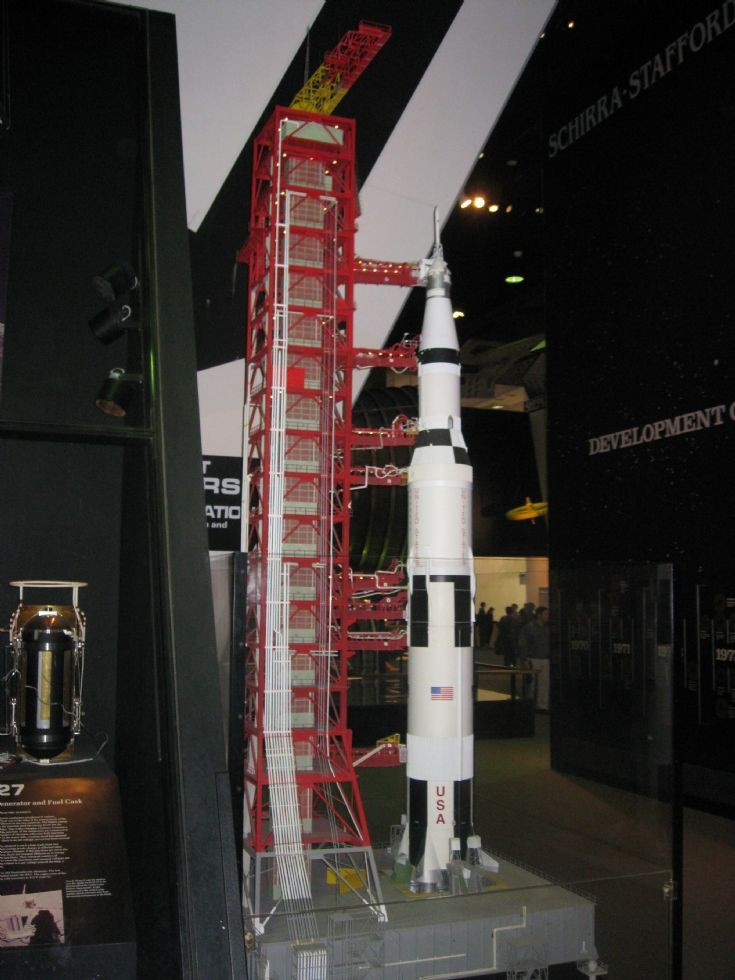 how to make a model of saturn v rocket